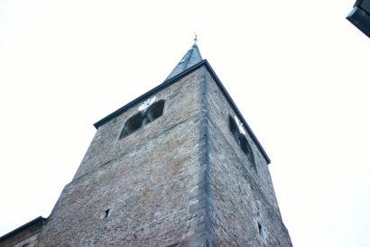 Reformationskirche Hilden Turm von unten