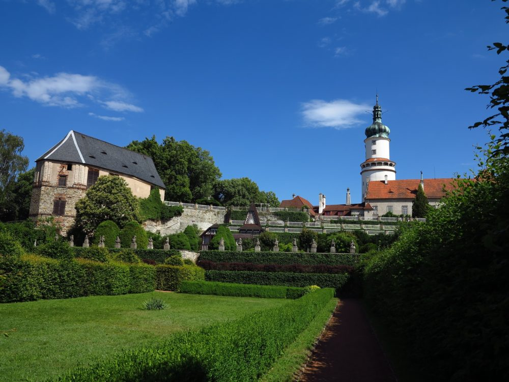 Nove Mesto, Schloss und Garten
