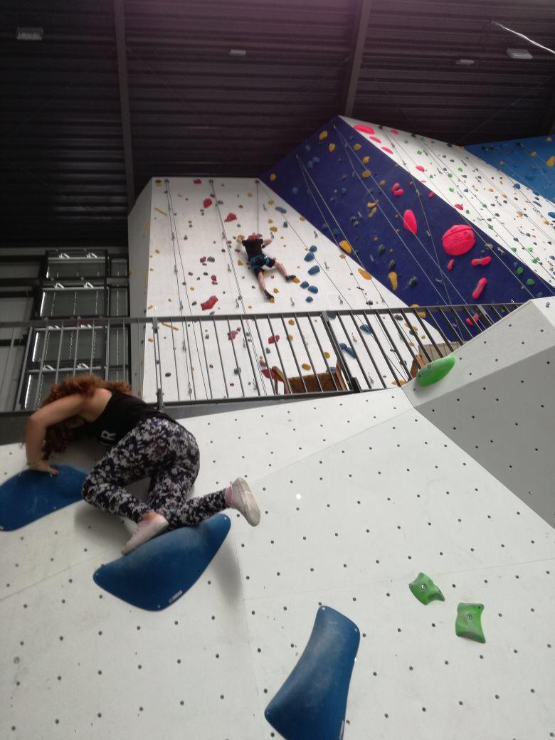 Beim Klettern mit Jugendlichen