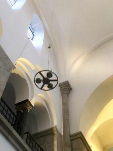 Ufos in der Kirche? Nein, somndern die neue Beleuchtung im Hauptschiff der Reformationskirche