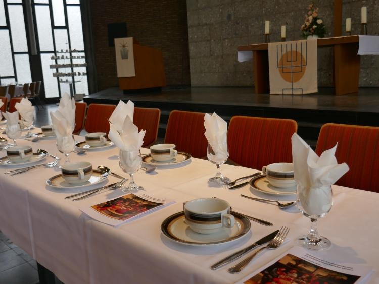 Gründonnerstag Tischabendmahl in der Erlöserkirche Hilden