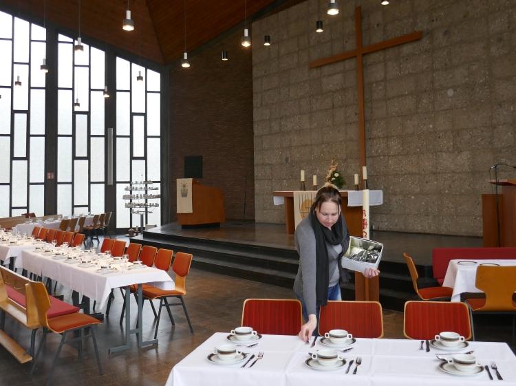 Gründonnerstagsvorbereitungen Tischabendmahl in der Erlöserkirche Hilden