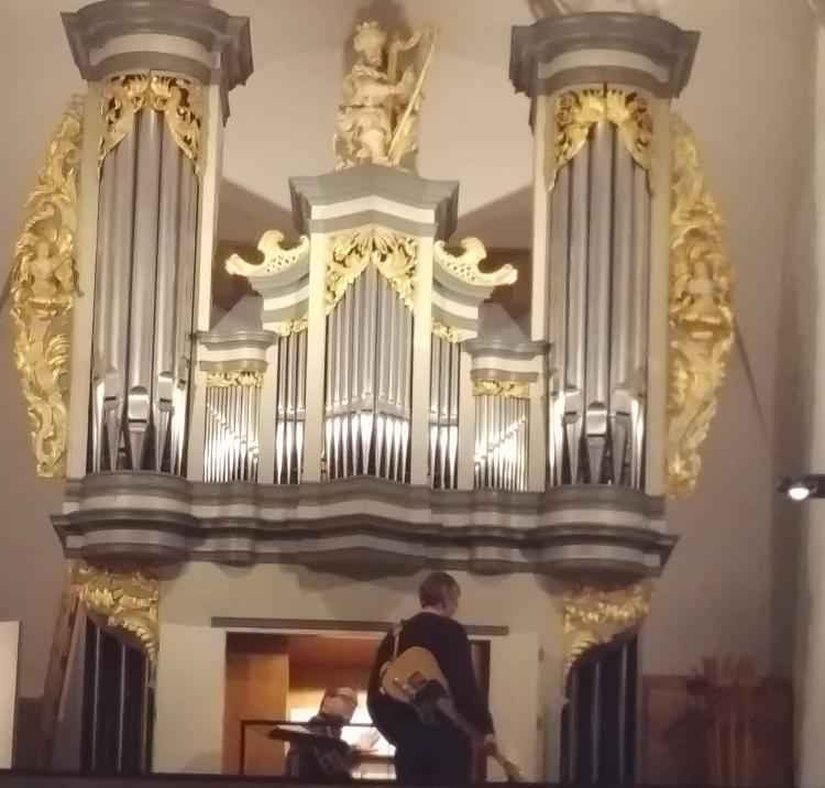 Michael Carnevali und Stephan Küpper auf der Orgelempore