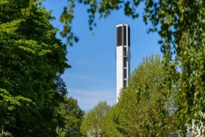 Turm der Hildener Friedenskirche