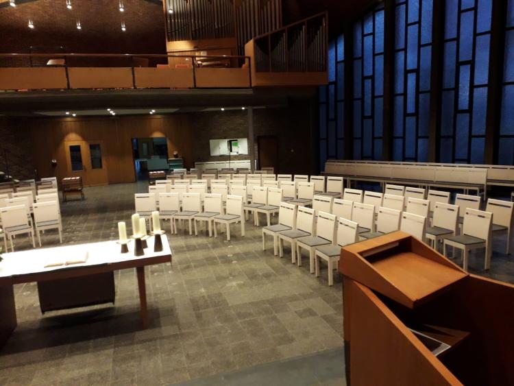 Die neue Bestuhlung in der Erlöserkirche