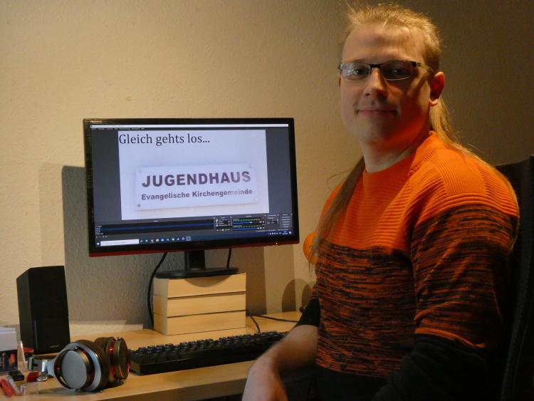 Martin Rönsch am Rechner, rechte