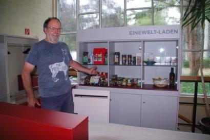 Markus Hiemenz im Weltladen an der Erlöserkirche Hilden