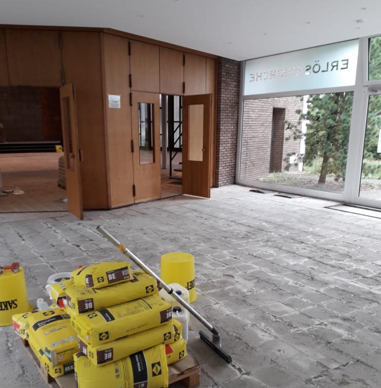 Auch der Vorraum ist für den neuen Boden vorbereitet