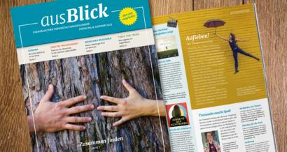 Titelbild des ausBlick Veranstaltungsmagazins / Zusammen finden – zwei Hände umfassen einen alten Baumstamm